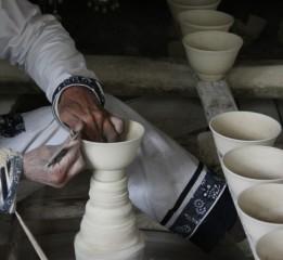 器世界精品茶具小編講解陶瓷的制作、生產特點與要求