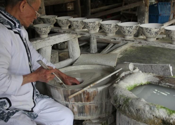 器世界精品茶具小编讲解陶瓷的制作,生产特点与要求