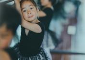 练舞的小精灵