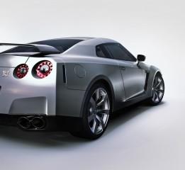 日产  GTR
