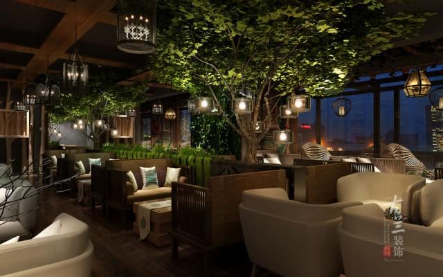 二、酒吧装修之吧台设计的技巧  酒吧的吧台是其区别于其它休闲场所的一个重要环节,它令人感到亲切和温馨,不一定就要多么炫酷,要看起舒心,温馨。有好的就可潜意识里传达着平等的观念。它给人以全主位的自由,让人放松情绪。(成都酒吧设计的三个技巧-成都酒吧装修公司)