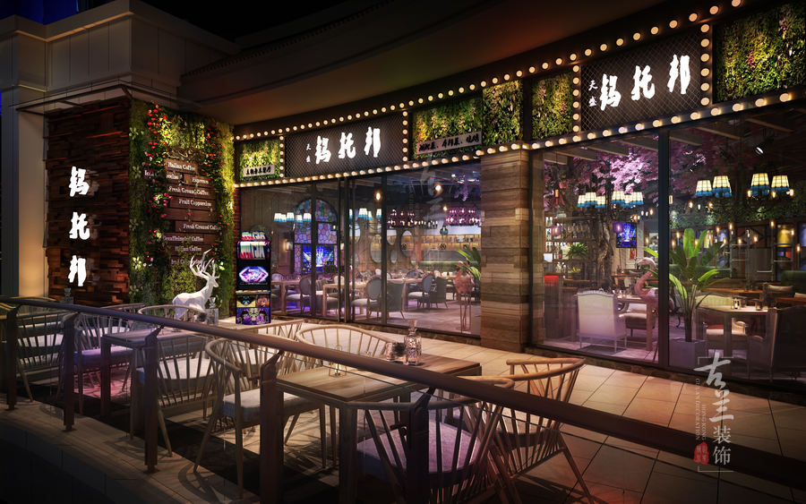 项目名称:汉中钨托邦主题音乐餐厅 项目地址:汉中市汉台区东一环路盛世国际4楼 项目说明:客户想要通过醒目的门头和灯光加上年轻化的装修风格吸引客户,经营上也有特色,晚餐时段以湖北菜为主,10点以后提供酒吧氛围销售酒水。在灯光上分两个氛围设计。结合工业风融入网红元素。两点是收银台背后的大樱花树。提升了整个空间的质感。 热线:17311404058