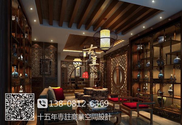 此方案为一套中式茶楼设计, 设计风格主要以中式名族风格为主,茶楼保留了明清风格,红古色古香,门面为红色的漆面们,门边的木雕为东阳木雕,镂空的木质窗给人以放松的感觉,基调简约古雅,给人以视觉上的清凉。 家具风格上以明清类型家具为主,椅凳配上丝织面料的软垫,靠枕等。