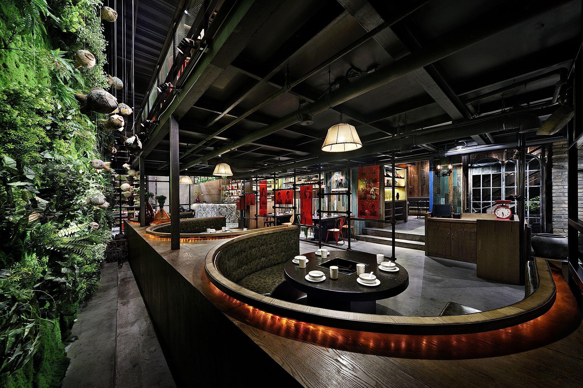 二,火锅店装修设计风格--酒吧工业风:工业风近几年十分盛行,同时也在