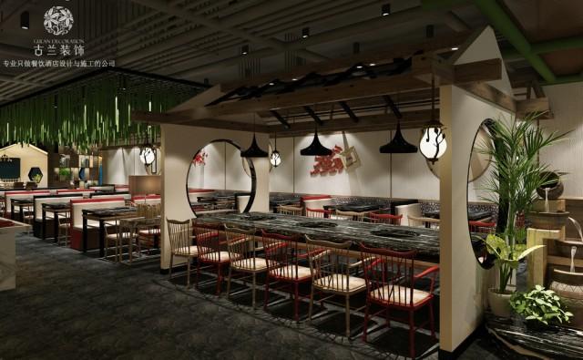 桌椅的间距与绿植搭配,看似不经意间却打造出餐厅的私密感。但如果你有需要,瞬间拼出的长桌,又能营造出聚会的亲近氛围。 室内里保留着城市中难得一见的灰瓦小屋,木梁相得益彰。在温暖的柔光下,仿佛让人触碰到几十年前一家人居住在老屋中的温暖。