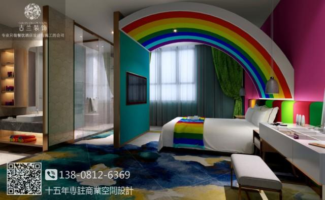 有着非富多彩的主题房间是它的特点,有让人少女心爆棚的hello Kitty 房、蓝白相间的文艺房、绿野仙踪般的森林房、色彩斑斓的彩虹房......设计师致力要让每一个房间都有它自己的故事,每一道门背后都是不一样的风景,或震撼、或感动、或惊艳.