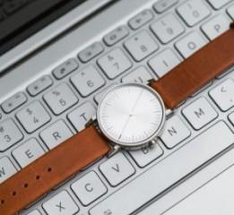 """时尚个性,指南针""""一""""样的简约手表"""