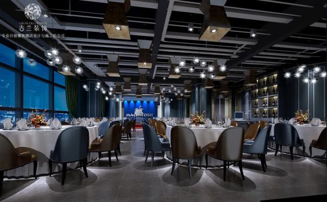 空间整体被笼罩在一片由灰色且带有科技感的砖组成。所以色调自然是清脆,干净的。再加上整个空间是多模式的,所以给人一种很强烈的未来感。餐厅的细节不止存在在各个区域中,更精确到了每一件物件。主餐厅是一个半开放区域,内部空间通过桌椅、灯光等呈现出一种自由而流畅的感觉。餐厅露台上悬挂着各种花盆绿植。