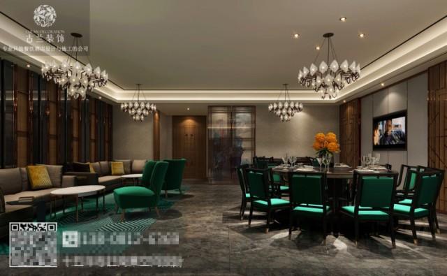 餐厅的墙柱上充斥着流畅的线条,它制造了空间的重心感。白色的屋顶平衡了黄绿这种跳跃而活泼的色彩,让空间富有层次感。