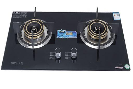"""哪里有便宜的米贺H02燃气灶?全国招商价为1290 燃气灶是现代厨房中的主要炊具,主要分为液化气灶、煤气灶、天然气灶。燃气灶是安全指标要求极其严格的特殊商品,国家对燃气灶生产有严格的规定。按照《家用燃气灶具》国家标准的规定,嵌入式燃气灶必须安装熄火保护装置。当炉火被外溢的液体浇灭或者被风吹灭时,燃气灶必须要在60秒之内自动切断燃气。那么在燃气灶具炉头旁应该要有两个针头,一个是点火针,一个是感应针,起熄火保护作用。  燃气灶好不好,关键还要看炉头。炉头有着""""灶具之心""""之称。作为灶具的核心部件,炉头的成本占据总成本的1/3。而灶具进风方式的不同,则关系到灶具的安全、功率以及节能表现。火力的大小、能源的利用率、安全与否这些都是首要考虑的"""