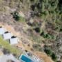 """加利福尼亚州景观中的混凝土""""山脊屋"""""""