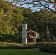 """巴西的""""里约之家""""是远离城市生活的一个偏"""