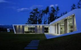白色L形建筑-厄瓜多尔度假别墅设计