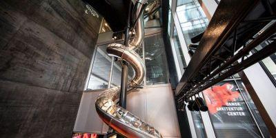 令人印象深刻的40米长滑梯坐 攻�籼嵘�四倍落在哥本的相关图片