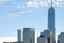 喬治·弗洛伊德的遺言漂浮在美國城市上空中相關圖片