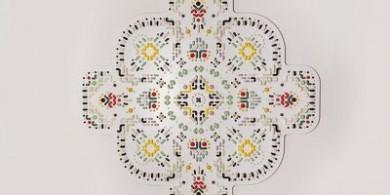 打破傳統,用2000件手工陶瓷制成的彩色壁毯藝術品