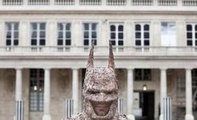 法國藝術家christophe guinet制作可穿戴的樹皮蝙蝠俠套裝
