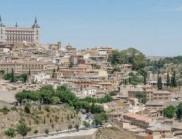 这座当代房屋融入了西班牙历史城市中心