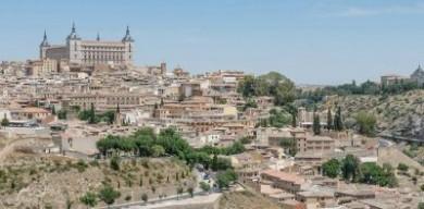 這座當代房屋融入了西班牙歷史城市中心