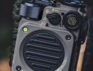 这是一款坚固耐用的军用无线扬声器,非常适合户外探险