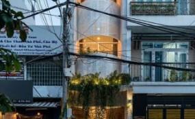 被穿孔鋼幕墻包裹的越南住宅