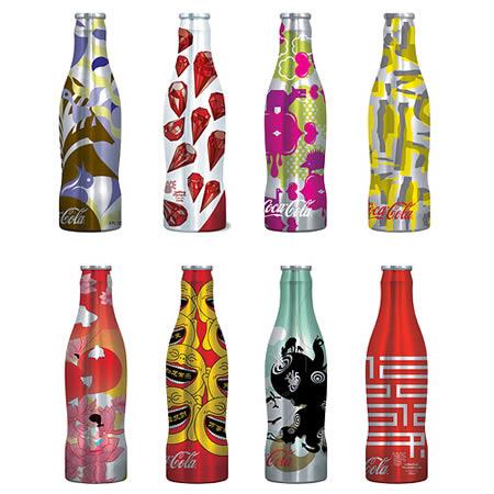 可口可乐公司为2009年夏季广告宣传活动设计的八款限量版瓶子.图片